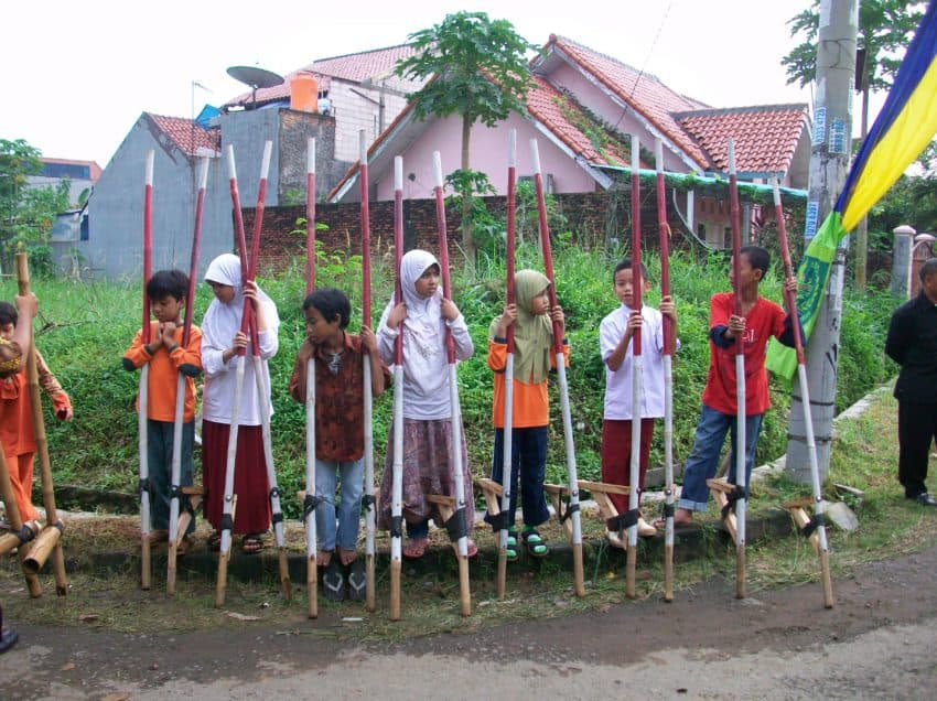 10 Examples of Traditional Games in Indonesia – Nearly Extinct