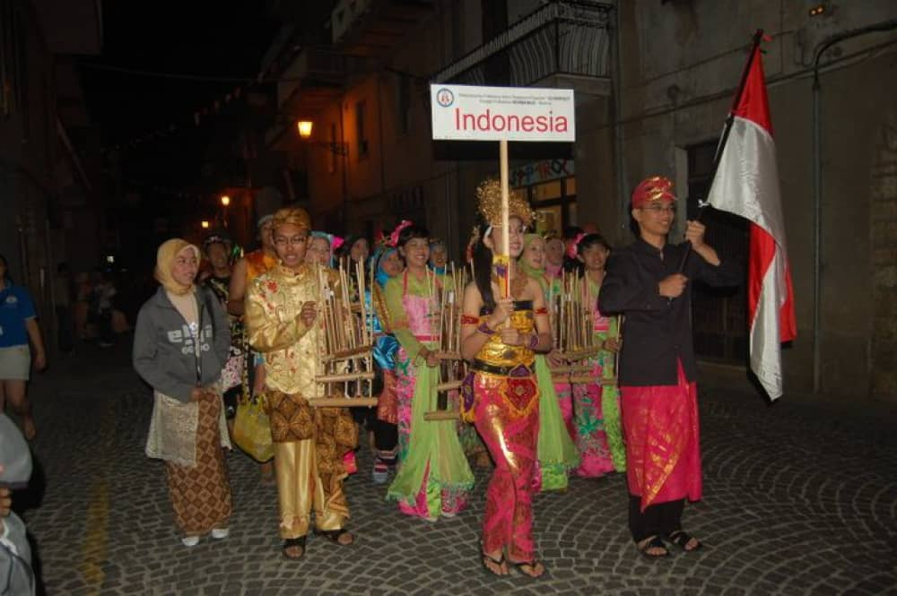 Angklung facts, instrument, traditional instrument, musical instrument