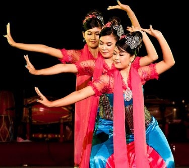 Top 15 Famous Folk Dances in Indonesia