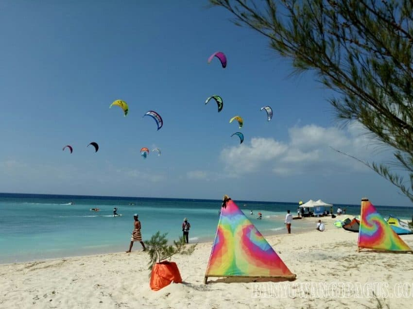 13 Best Places to Play Kite Surfing in Indonesia
