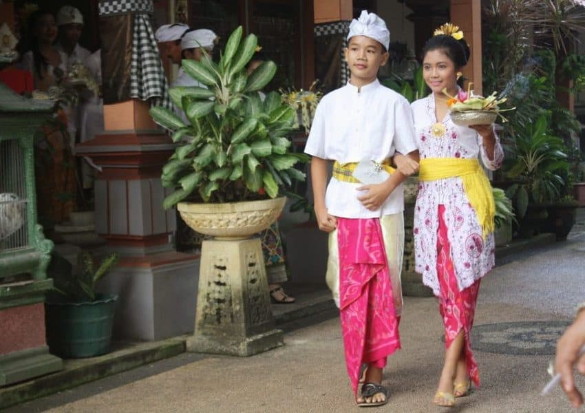 12 Kinds of Clothes to wear in Bali – Traditional Clothes