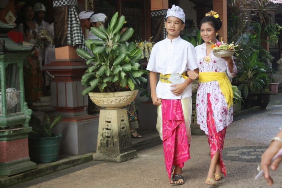 12 Kinds Of Clothes To Wear In Bali Traditional Clothes Facts Of