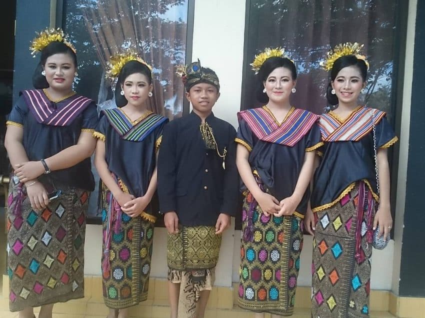 13 How to Dress in Lombok – Traditional Clothing