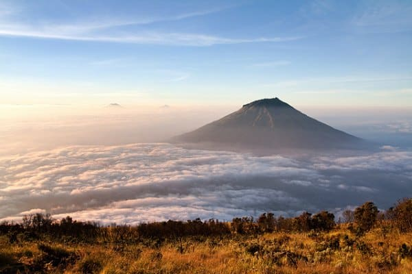 10 Active Volcanoes in Central Java Need to Be Aware