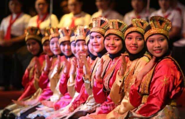 13 Fascinating Facts of Indonesian Saman Dance