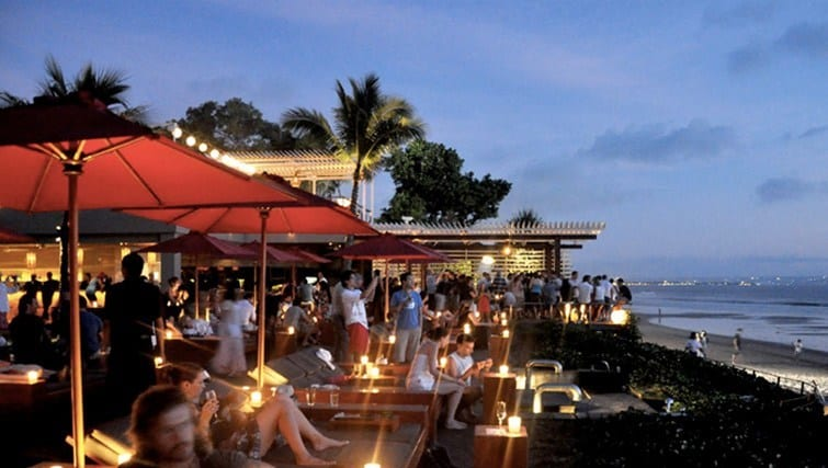 Find Your Beautiful Moments in These Most Popular Bars in Bali