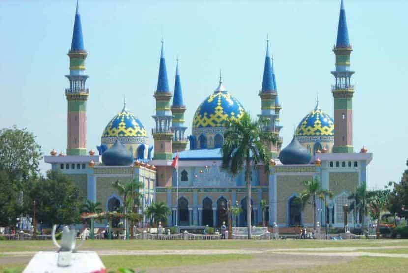 15 Mosques Must Visit in Indonesia During Ramadhan : Islamic Religious Places