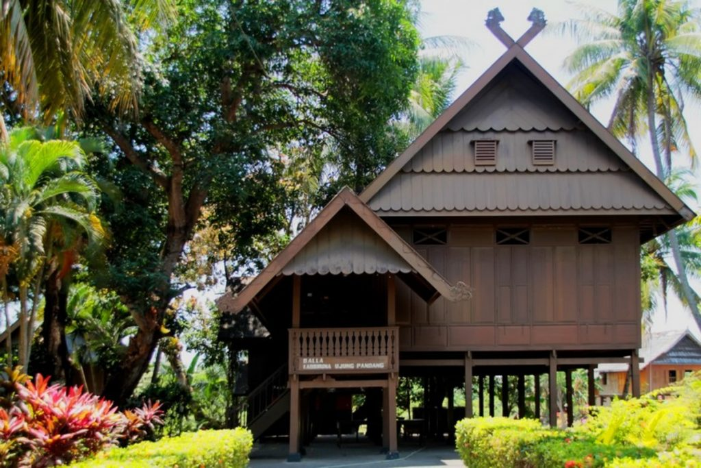 Buginese Traditional House as a Sacred Place