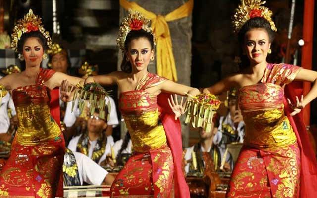 Puspanjali Dance