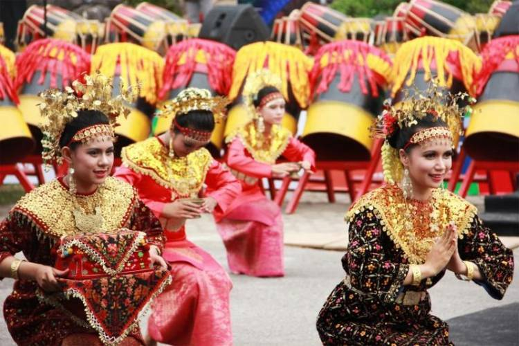 Sekapur Sirih Dance