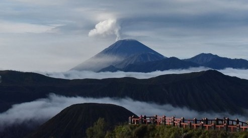 highest mountain in indonesia
