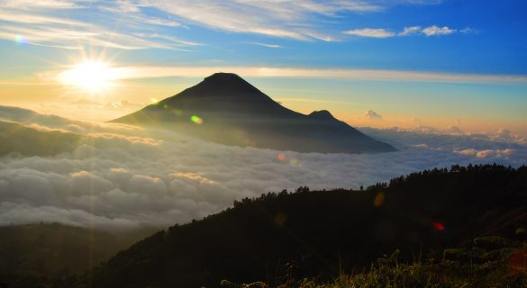 mountains in indonesia to hike for beginners