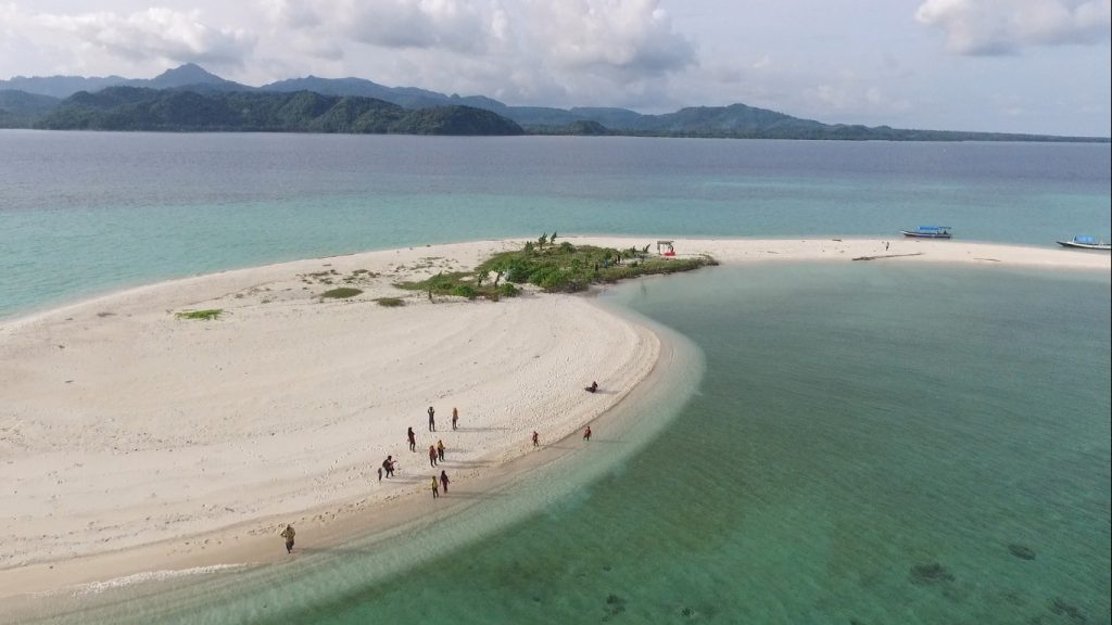 8 Indonesian Cities with Best Beaches - FactsofIndonesia.com