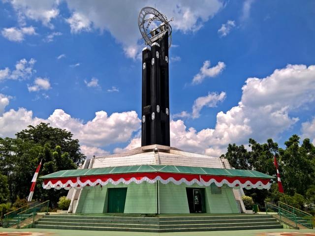 Khatulistiwa Monument