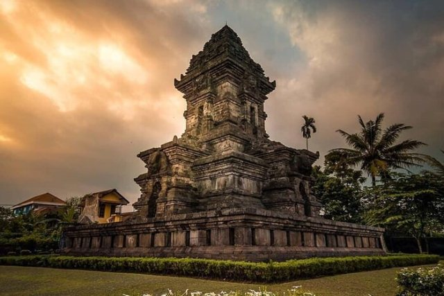 oldest kingdom in indonesia