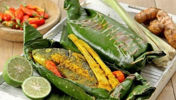 indonesian food wrapped in banan leaves